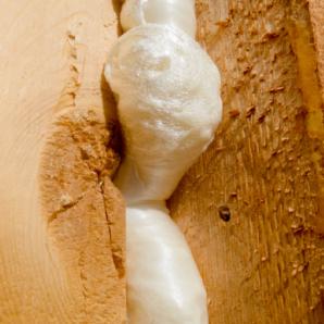 Пенополиуретан с легкостью устраняет любые дефекты поверхности